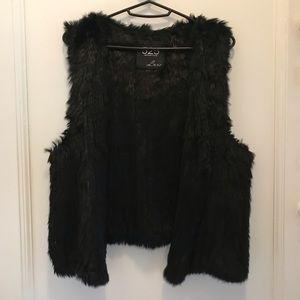 525 black rabbit fur vest